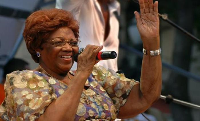 A sambista Dona Ivone Lara morreu na noite desta segunda-feira (16)  Foto: Portal Brasil.