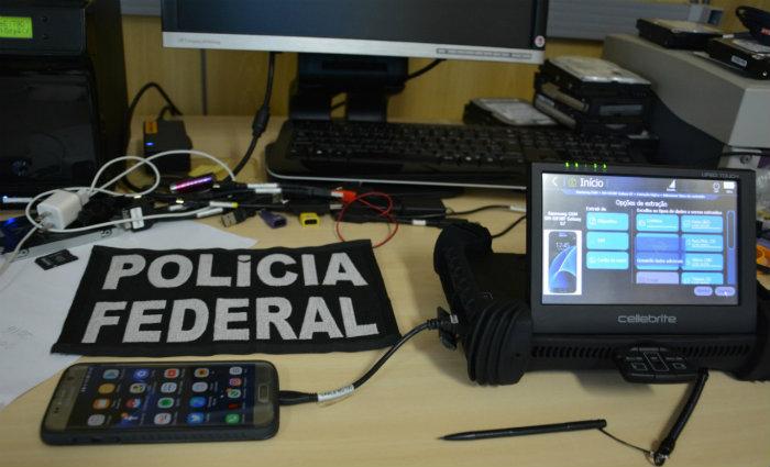 Material apreendido com o suspeito pela Policia Federal. Foto: PFPE/Divulgação