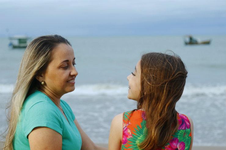 """""""Tive medo de não conseguir mais enxergar. Meus olhos são tudo: com eles eu vejo a natureza, a minha filha..."""", conta a autônoma Ellen Paz. Foto: Shilton Araújo/Especial para o Estúdio DP"""