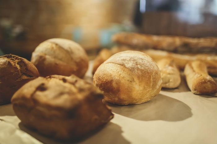 Galo Padeiro produz cerca de 20 tipos de pães feitos com nove farinhas diferentes. Foto: Andrea Rego Barros/Divulgação.