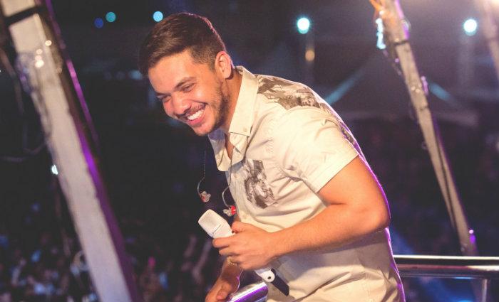 O cantor divulga a faixa Romance com Safadeza, gravada com Anitta e que já bateu quase 30 milhões de visualizações no YouTube. Foto: Luan Promoções/Divulgação