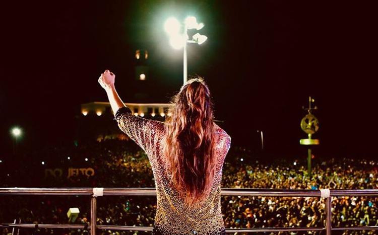 Ivete Sangalo retorna aos palcos e se apresenta para multidão em Salvador no tradicional Circuito Barra-Ondina. (foto: Instagram/Reprodução)