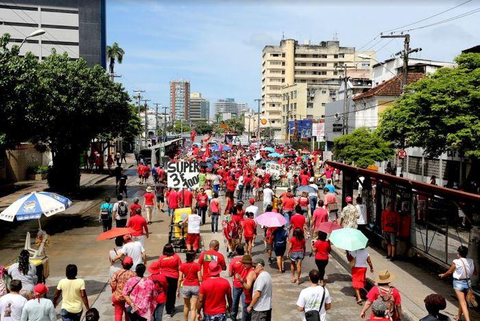 os manifestantes caminharam por cerca de 1,5 km até as imediações do Shopping Boa Vista, no centro da cidade. Foto: Henrique Lima/Divulgação