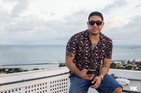 Representante do movimento brega-funk, o cantor foi vítima de asma que causou uma parada cardíaca. Foto: Facebook/Reprodução