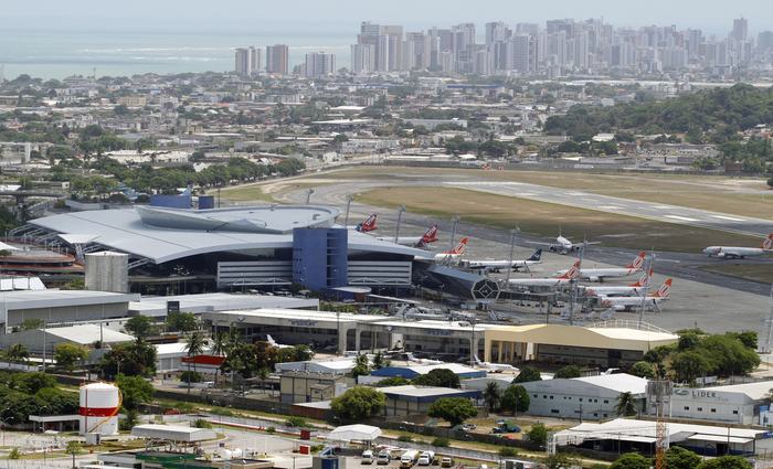 Carreras alega que o Aeroporto foi abandonado pela Infraero devido à previsão de privatização do terminal. Foto: Paulo Paiva/DP/D.A Press