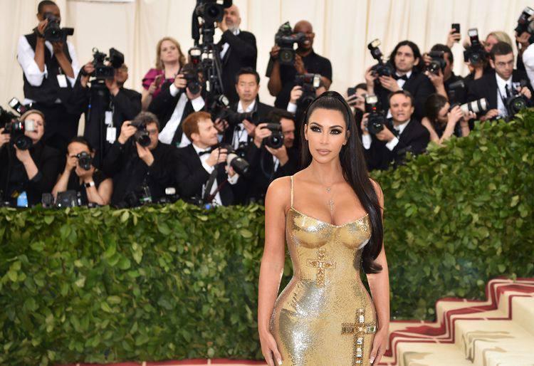 Kim Kardashian se junta a nomes icônicos, como Naomi Campbell, Donatella Versace e Carolina Herrera (foto: ANGELA WEISS)