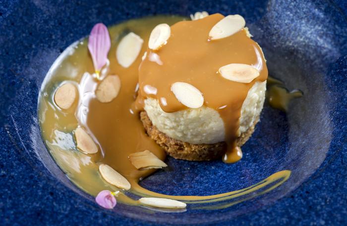 Destaque no Nez Bistrô é a receita do Cheesecake Tropica, com banana, doce de leite e amêndoas.