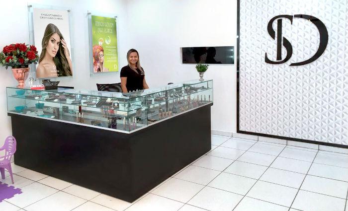 Além de serviços, SD tem linha de produtos próprios. Foto: Sobrancelhas Design/Divulgacao (Foto: Sobrancelhas Design/Divulgacao)