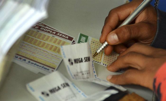 Prêmio da Mega-Sena estimado em R$ 65 milhões/Wilson Dias/Agência Brasil