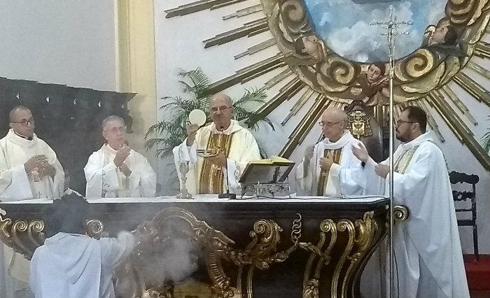 Arcebispo celebra dia das comunicações. Foto: Luciana Falcão/Ascon Arquidiocese