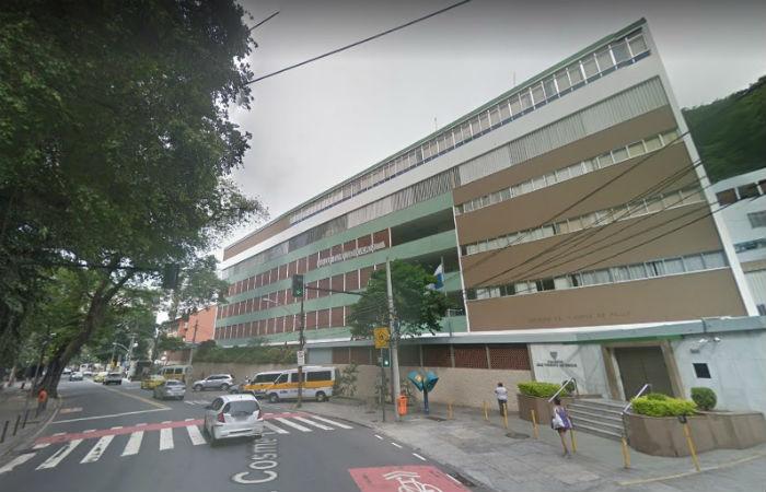 Bala perdida atingiu bebê dentro de um colégio na Zona Sul da capital fluminense Foto: Google Street View / Reprodução