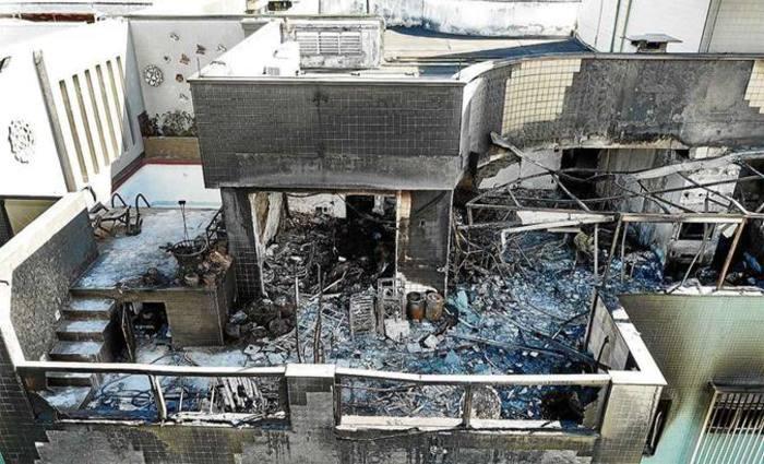 Cobertura onde o fogo começou ficou completamente destruída: há risco de desabamento da laje atingida pelas chamas. Foto: Breno Fortes/CB/D.A Press