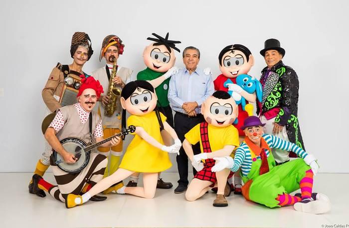No palco, a Turma da Mônica entra em cena para divertir as crianças e o eterno trapalhão Dedé Santana comanda a atração. Foto: Opus Produções/Divulgação