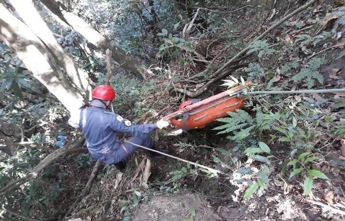 O idoso foi socorrido e levado ao hospital. Foto: Corpo de Bombeiros/Divulgação