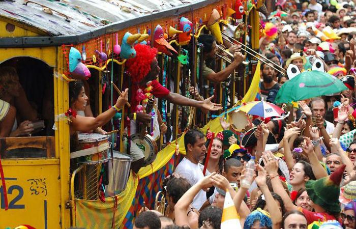 Carnaval de rua do Rio de Janeiro e de Salvador foram alvos discutidos em conversas de membros do núcleo do EI no Brasil Foto: Núcleo Céu na Terra / Creative Commons