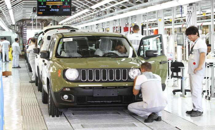 A produção acontece em três turnos. A fábrica produz os veículos Toro, Compass e Renegade. Foto: Paulo Paiva/DP