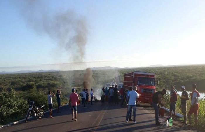 Imagem do protesto da categoria em Salgueiro, no Agreste de Pernambuco. Foto: Brites Caminha/Esp. DP