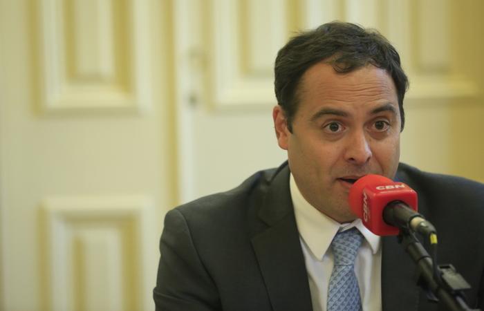Governador Paulo Câmara esteve em reunião nesta terça-feira e falou sobre expectativas de atendimento dos caminhões em Suape nesta quarta. Foto: Rafael Martins/Arquivo DP