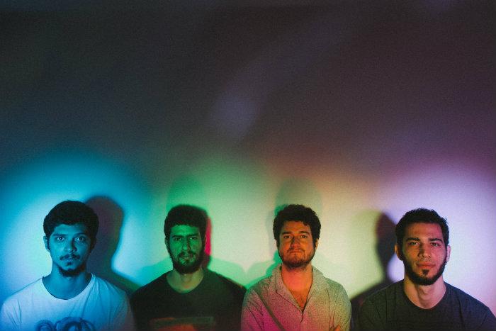 Grupo é formado por Diogo Guedes, Gabriel Izidoro, Pedro Bandeira e Rafael Gadelha. Foto: Flora Pimentel/Divulgação