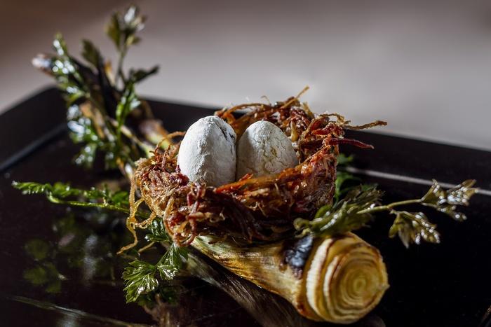 Nicho de charque com ovo de arroz recheado com feijão é uma das receitas destacada na obra. Foto: Greg Rosa/Divulgação