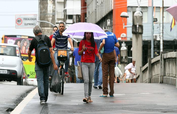 Chuva de forma isolada no período da noite é prevista para cair no Recife nesta terça, segundo a Apac. Foto:  Julio Jacobina/DP