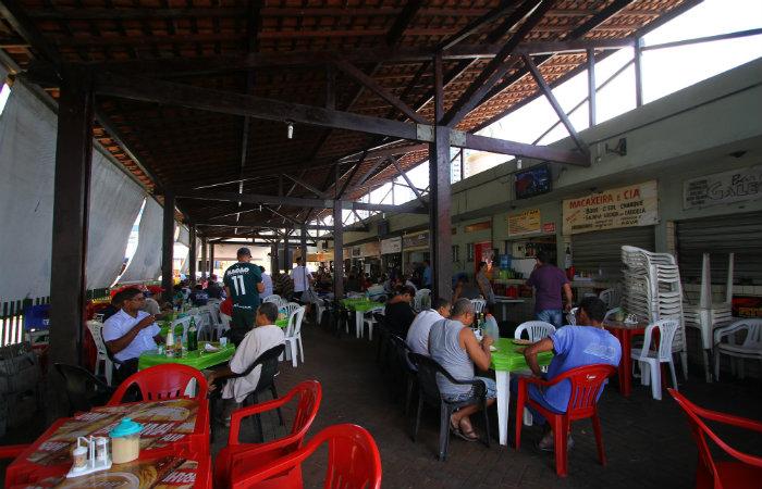 Local é ideal para comer e botar a conversa em dia. Foto: Paulo Paiva/DP