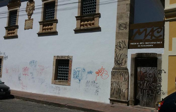 Fachada do Museu de Arte de Olinda é um dos edifícios atingidos pelos vândalos da pichação. Foto: Polícia Federal/DP