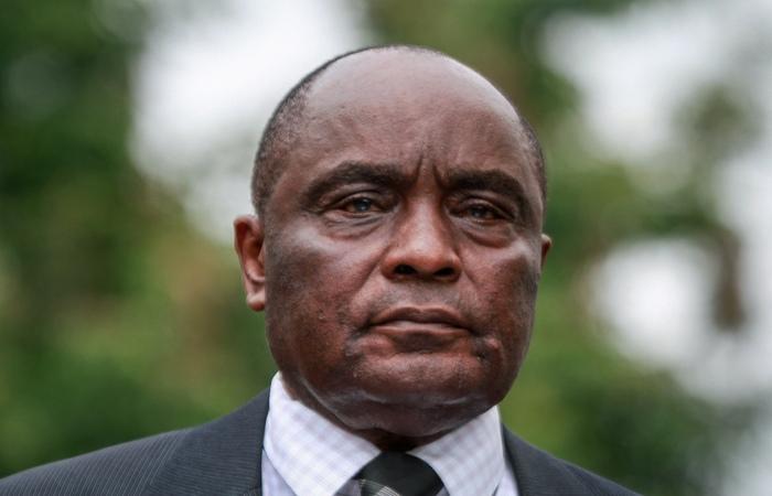 George Kivindyo, diretor da SAX, empresa proprietária do avião que ficou desaparecido com 10 pessoas a bordo. Foto: STR / AFP