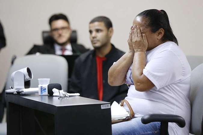 Mãe da vítima se emocionou durante o julgamento. Foto: Itawi Albuquerque/TJAL/Divulgação
