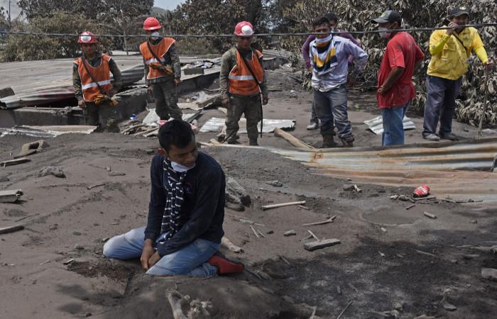 O órgão encerrou as buscas depois que 72 horas se passaram desde o desastre. Foto: Johan Ordonez / AFP