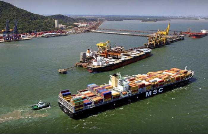 As embarcações teriam afundado por conta da chuva e de ventos fortes, perto do Porto de Sepetiba. Foto: Reprodução/Google Maps