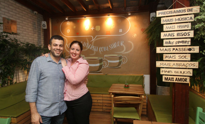 Taciana e Adriano abriram cafeteria há nove meses e já pensam em expandir. Foto: Nando Chiappetta/DP