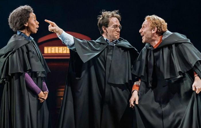 Espetáculo mostra Harry, Rony e Hermione adultos. Foto: Harry Potter and the Cursed Child/Divulgação