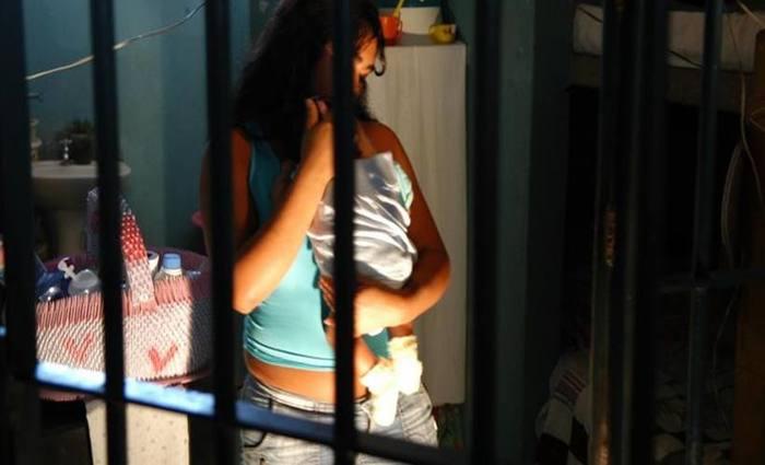 Detentas com filhos só têm direito a ficar com a criança até os 2 anos. Depois, devem entregá-las a familiares. Foto: Kleber Lima/CB/D.A Press