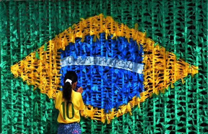 A insatisfação dos torcedores com a política vai até trazer tons diferentes para a torcida brasileira durante a Copa. Foto: Gustavo Moreno/CB/D.A Press