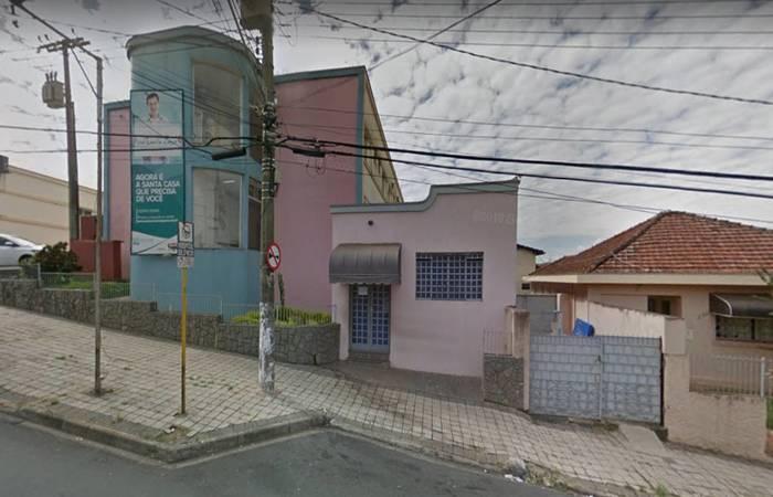 Fachada da Santa Casa de Mococa, que aproveitou parto para fazer esterilização. Foto: Reprodução/Google Maps