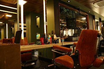 Na barbearia Mess, em Boa Viagem, a procura por cortes de cabelo inspirados nos de jogadores da Copa está em alta. Foto: Mess/Divulgação