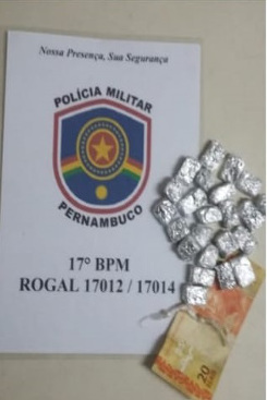 A corporação foi informada por populares que a praça servia como tráfico de drogas. Foto: Divulgação/Polícia Militar