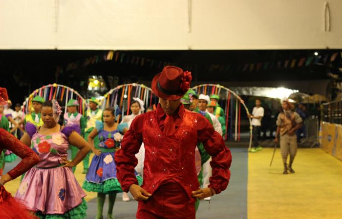 Muitos brincantes estavam dançando pela primeira vez. Foto: Samuel Calado/Esp.DP