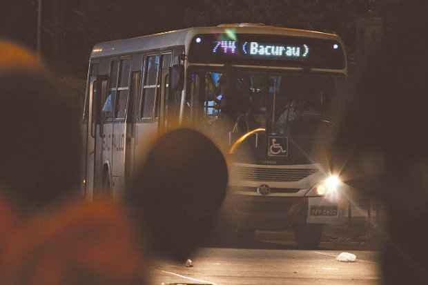 Região Metropolitana do Recife tem linhas bacuraus circulando de 0 às 4h, transportando milhares de pessoas que precisam do transporte público nas madrugadas. (Foto_ Paulo Paiva/DP)