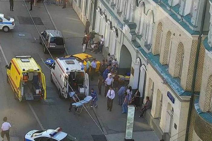 O motorista foi detido e levado a uma delegacia (foto: Reprodução/Twitter/Gucodd)
