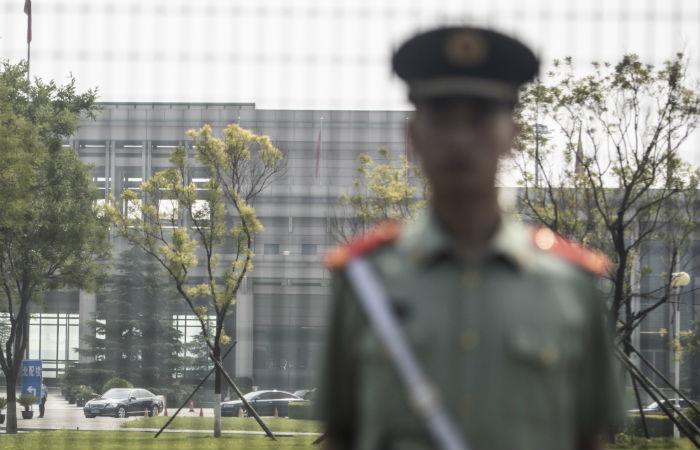 Policiais e veículos blindados atuaram durante visita de Kim à China. Esta é a primeira vez na qual as autoridades informam do encontro durante a presença do líder norte-coreano no país Foto: Fred Dufour / AFP