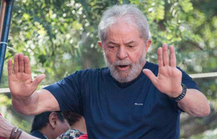 O ex-presidente foi condenado a 12 anos e um mês de prisão pelos crimes de corrupção passiva e lavagem de dinheiro (foto: Nelson Almeida/AFP)