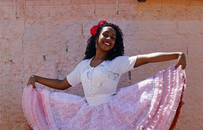Jennifer viverá uma Cinderela adaptada à realidade nordestina. Foto: Marlon Diego / Esp. DP