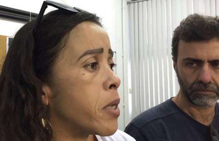 Bruna espera que o depoimento de uma testemunha na Delegacia de Homicídios (DH) ajude no esclarecimento da morte do adolescente. Foto: Cristina Indio do Brasil/Agência Brasil