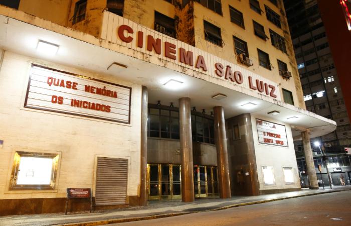 Último dos cinemas de rua em atividade no Recife, a sala às margens do rio Capibaribe segue em atividade. Foto: Paulo Paiva/DP