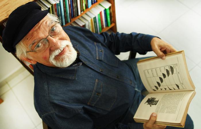 Tarcísio Pereira, com sua boina plana azul, acessório que virou marca dele. Foto: Peu Ricardo/DP