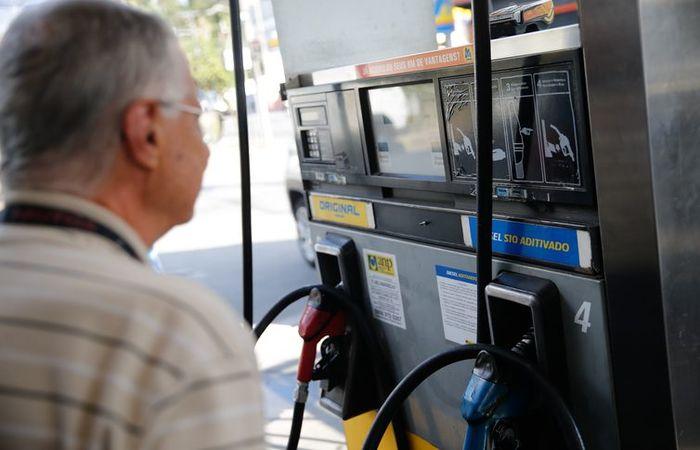 Agência Nacional do Petróleo diz que preço médio da gasolina caiu pela terceira semana consecutiva e ficou em R$ 4,538 por litro. Foto: Fernando Frazão/Agência Brasil
