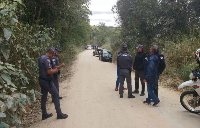 A criança estava há oito dias desaparecida quando seu corpo foi encontrado em Araçariguama, ao lado de patins, após denúncia feita pelo 190. Foto: PM/Divulgação