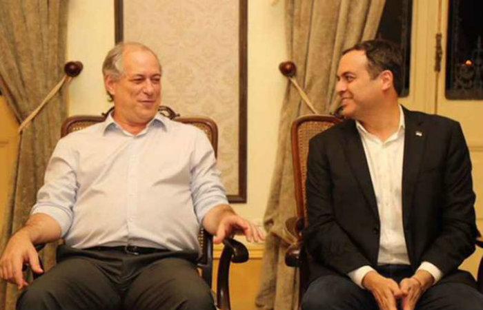 Ciro Gomes com Paulo Câmara, governador de Pernambuco: aliança com o PSB às vésperas do anúncio (foto: Roberto Pereira/SEI )